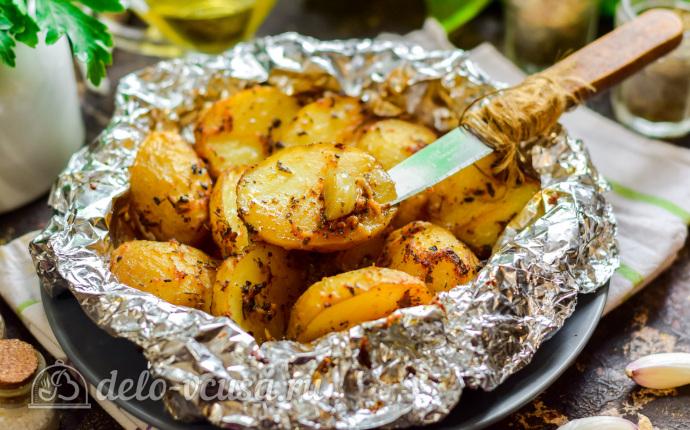 Запеченный молодой картофель с чесноком в фольге - пальчики оближешь